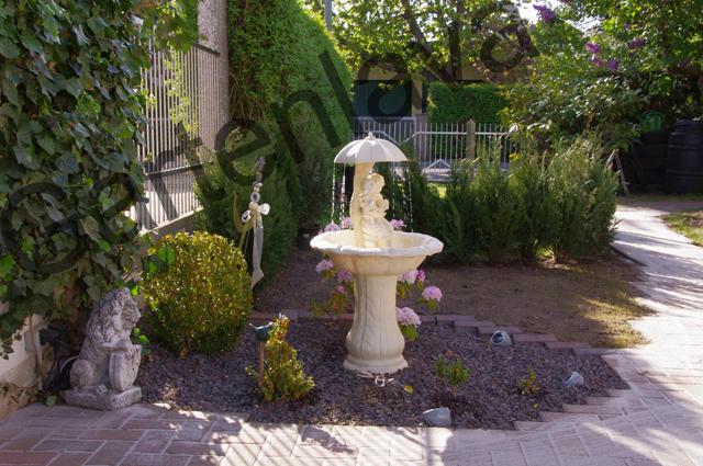 Gartenlava_Am_Brunnen